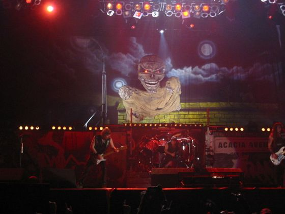 800px-A_typical_Iron_Maiden_Stage